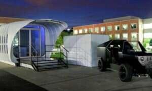 Drukowane 3D dom i hybrydowy samochód istniejące w energetycznej symbiozie