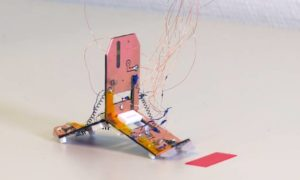 """Tribot – czterogramowy """"robot-origami"""", podskakujący pod wpływem ciepła"""