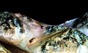 NASA: Na Marsie płynie woda!