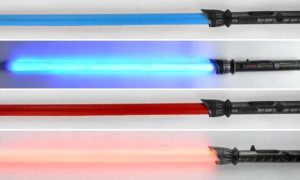 Realistyczna atrapa miecza świetlnego, którą można się bezpiecznie pojedynkować