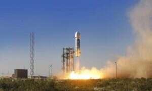 Film z lądowania rakiety Blue Origin