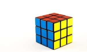 Nastolatek ustanawia nowy rekord w składaniu Kostki Rubika