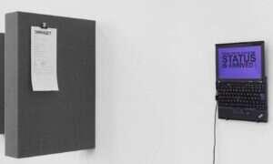 Laptop dwojga artystów sam zrobi zakupy w darknecie