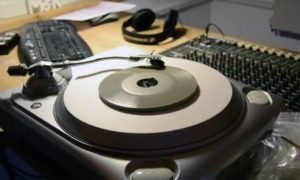Inżynier tworzy płytę gramofonową z… betonu
