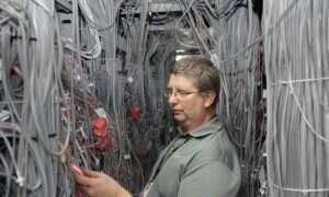Gdzie mieszka Internet, czyli z aparatem wśród hubów