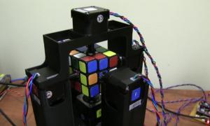 Oto robot układający Kostkę Rubika w sekundę