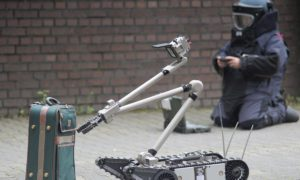 Nowa technologia antyterrorystyczna. Robot saperski wyszuka bombę za pomocą skanu
