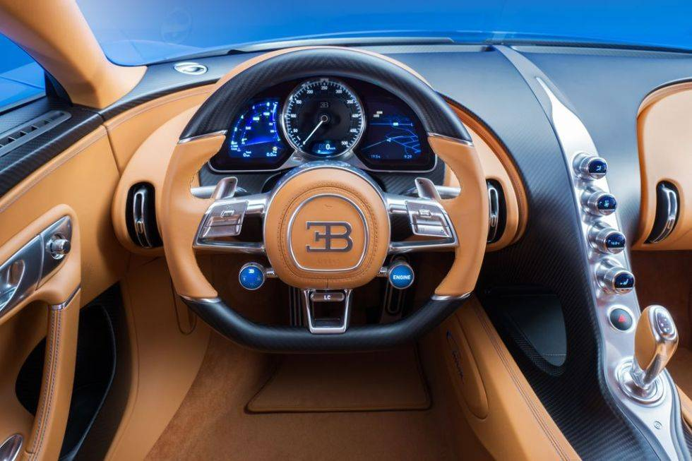 20_CHIRON_steering-wheel_WEB.0-980x653