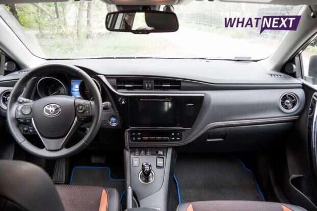 Toyota Auris wnętrze i kierownica