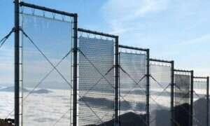 Urządzenie do pozyskiwania wody z mgły