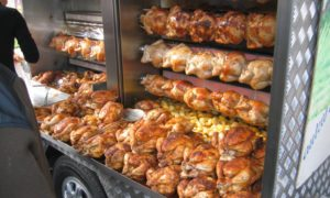 Dziwaczny pomysł na zniechęcenie ludzi do jedzenia kurczaka