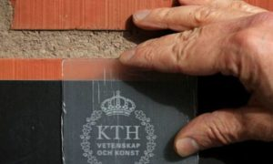 Szwedzcy naukowcy stworzyli przezroczyste drewno