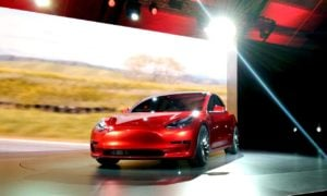 Popyt na Model 3 przerósł oczekiwania Tesli