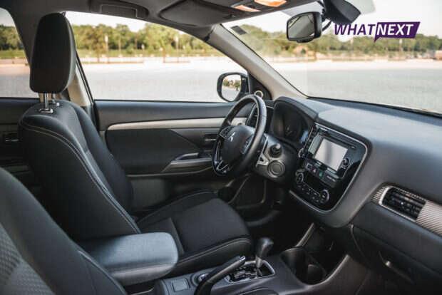 Mitsubishi Outlander 2016 kokpit