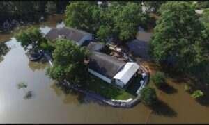 Mężczyzna zakupił zaporę, która ochroniła go przed powodzią