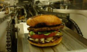Powstaje restauracja w której burgery będą przyrządzać roboty