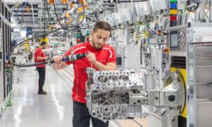 Otwarcie nowej fabryki jednostek V8 przez Porsche