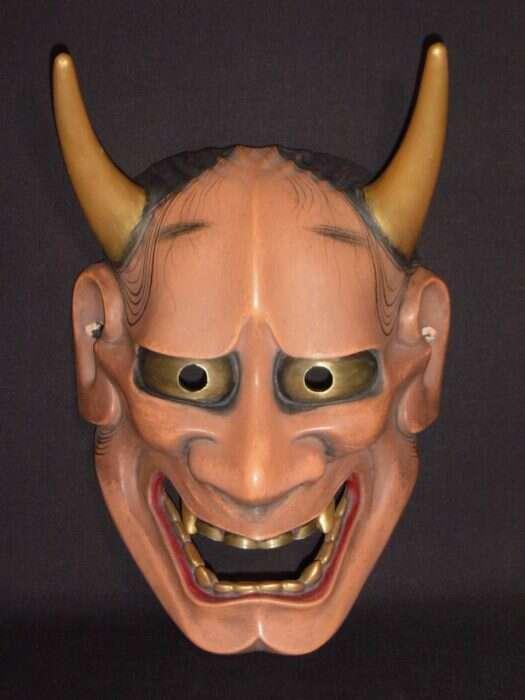 Maska kobiety zamienionej w demona przez zazdrość