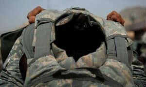 Armia amerykańska testuje kamizelki kuloodporne z jedwabiu GMO