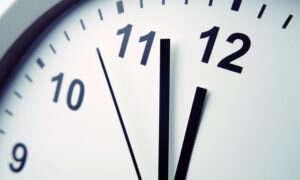 W sylwestra cofamy zegary o sekundę – możliwe problemy informatyczne
