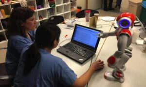 Robot-pielęgniarka pomagający w podejmowaniu decyzji