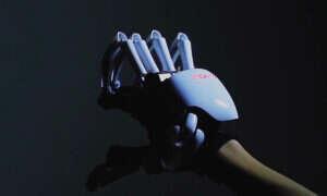 Rękawica Dexmo pozwoli poczuć trzymane obiekty w wirtualnej rzeczywistości