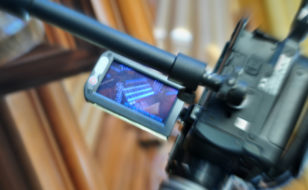 video_monitor_on_pipe_organ