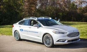Autonomiczny samochód firmy Ford wygląda najzupełniej normalnie