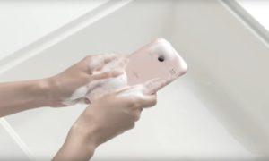Zobaczcie telefon, który można myć mydłem
