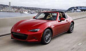 Najnowsza Mazda MX-5 Miata RF pozostaje wierna swoim korzeniom