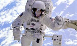 W magazynach NASA zaczyna brakować sprawnych kombinezonów do chodzenia w kosmosie