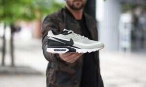 Styl tenisowy w butach młodzieżowych Nike