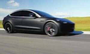 Elon Musk informuje, że pierwsza Tesla Model 3 wyjechała z fabryki