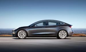 Elon Musk świetuje produkcję pierwszych Tesla Model 3