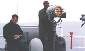 Nowa technologia marynarki wojennej natychmiastowo konwertuje tekst na kod Morse'a