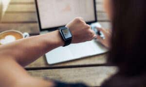 Jak Polacy korzystają z sieci i smart urządzeń?