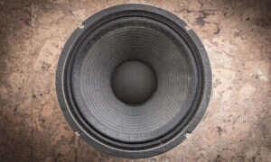 Przenośny głośnik – czy warto mieć i jak kupować?