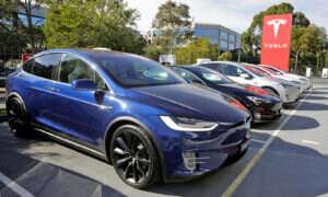 Tesla ujawnia kod źródłowy autonomicznych samochodów