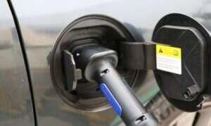 Ładowanie auta elektrycznego kosztuje mniej, niż tankowanie benzyną czy olejem napędowym – mit czy fakt?