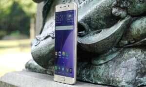 Samsung otwiera w Indiach największą na świecie fabrykę smartfonów