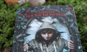 """Martyna Raduchowska """"Szamanka od umarlaków"""" – recenzja książki."""