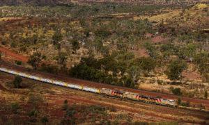 Gigantyczny robot transportuje rudę w zachodniej Australii