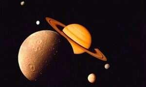 Zapierające dech w piersiach zdjęcia księżyca Saturna