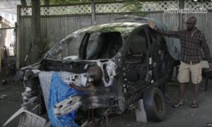 Poznajcie człowieka, który samodzielnie naprawia samochody Tesli wbrew polityce firmy
