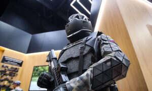Rosjanie zaprojektowali egzoszkielet przypominający Robocopa