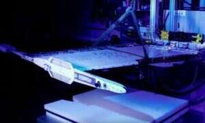 NASA wykorzystuje stopy z pamięcią kształtu do składania skrzydeł w F-18