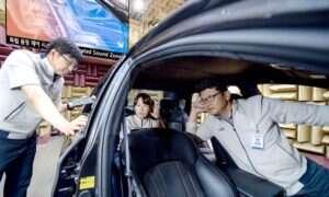 Ta technologia zapewnia każdemu pasażerowi w samochodzie prywatną strefę audio