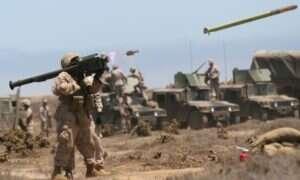 Amerykańscy spadochroniarze są szkoleni do skakania z nową bronią