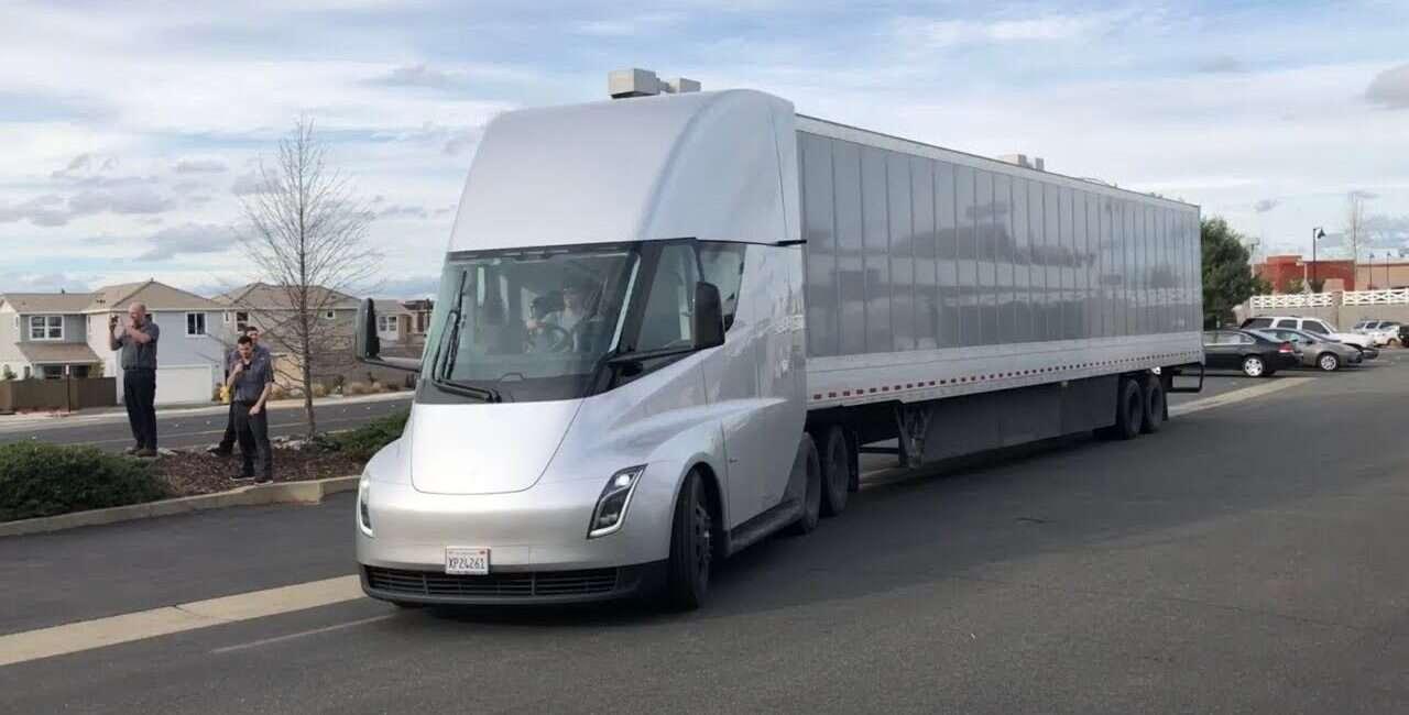 Tesla Semi, Tesla, Semi, ciężarówka, autonomiczna ciężarówka, Stacje, Supercharger, Megacharger