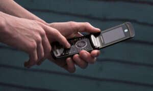 Motorola może zrobić smartfona RAZR ze zginanym ekranem